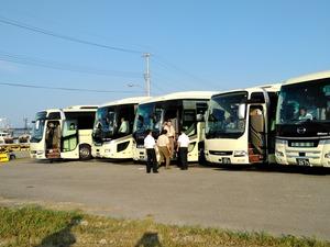 蛸島漁港に6時半に到着したバス