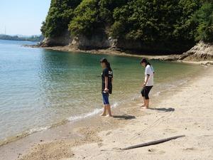 馬島の浜辺で