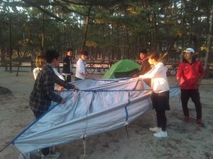 小川テントを設営する