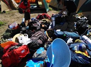 テントに入れっぱなしの荷物を干します