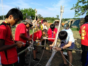竹と木でたちかまどを作る