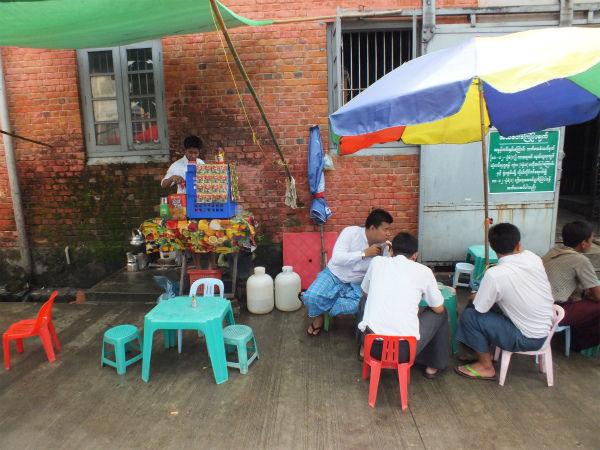 ヤンゴンのコーヒー屋台
