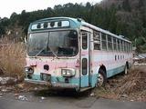 こんな朽ちた大型バスでもタダで処分します!
