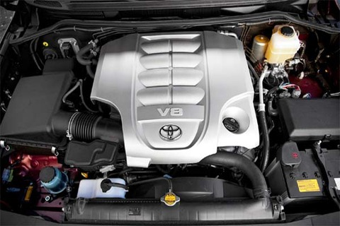 Engine-of-2011-Toyota-Land-