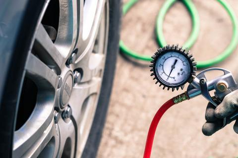 Tire_pressure_gauge-1000x667