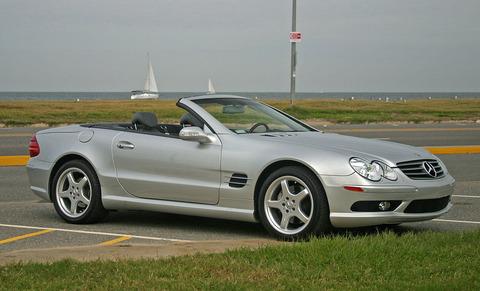 1024px-Mercedes-Benz_SL500_silver_open