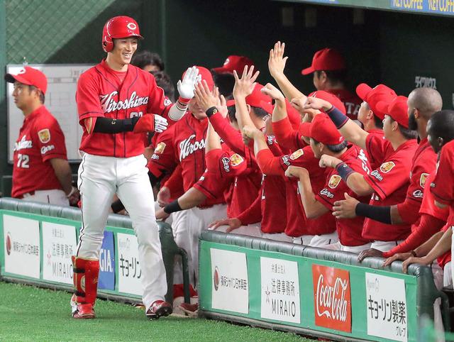 カープ西川龍馬先頭打者ホームラン月間記録更新