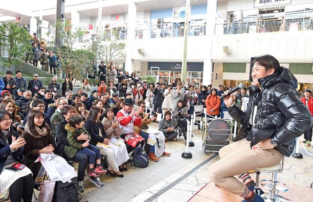 内川聖一が鈴木誠也と上林誠知の内川塾卒業を喜ぶ