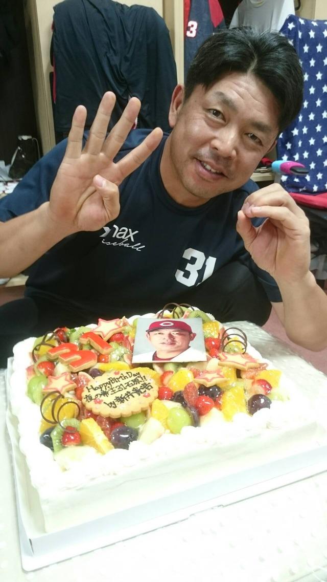 カープ石原慶幸新井さん誕生日ケーキ