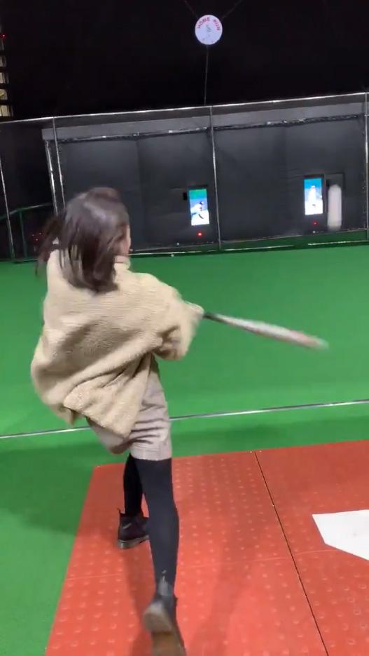 野球経験のない彼女にバッティングセンターで打撃を教えた結果_04