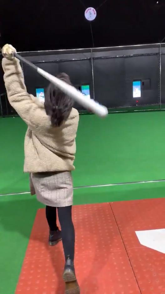 野球経験のない彼女にバッティングセンターで打撃を教えた結果_05