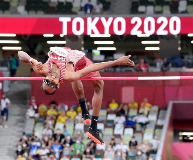 走り高跳び金メダル2人で分け合う3