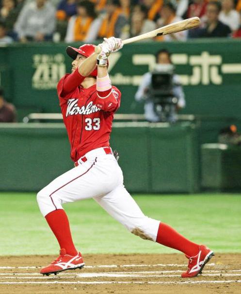 菊池涼介首位打者ホームラン