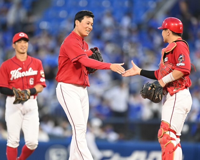 カープ栗林25セーブ到達永川投手コーチに並ぶ