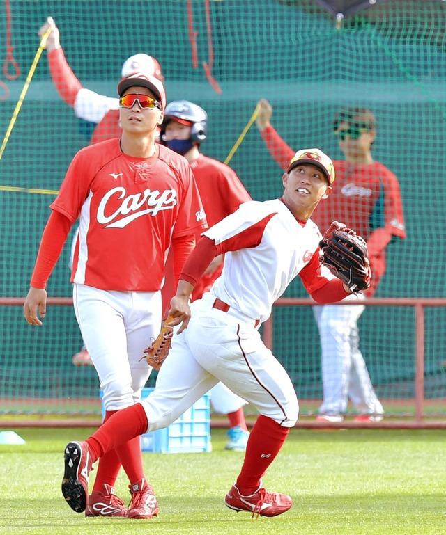 カープ羽月、外野手に挑戦
