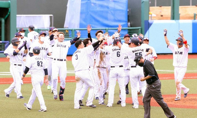 侍ジャパンがドミニカに逆転サヨナラ勝ち!栗林初勝利