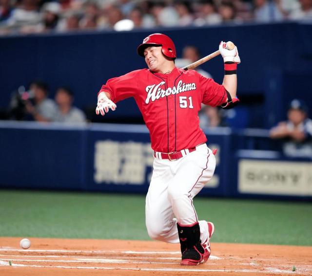 鈴木誠也自打球