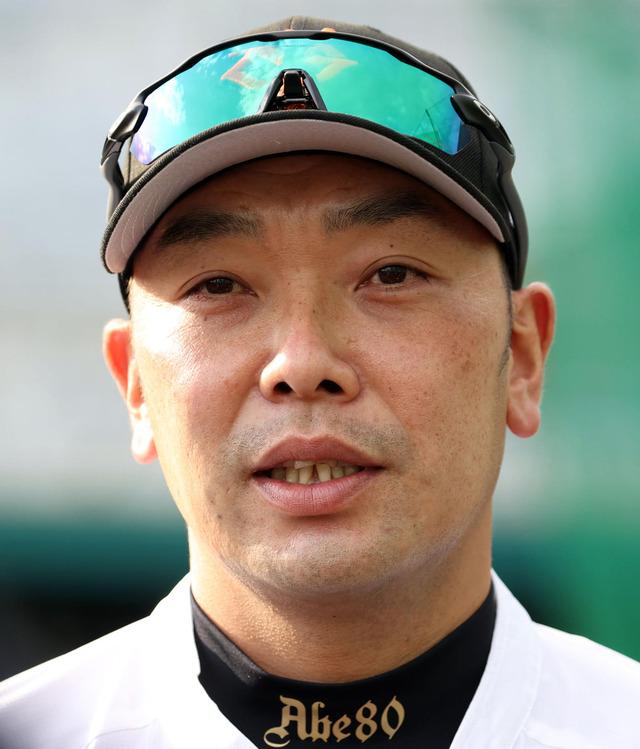 巨人・石井琢朗コーチ更迭。阿部2軍監督と配置転換
