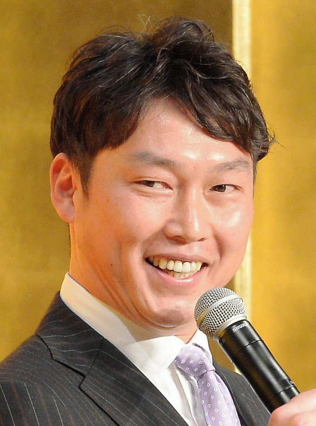 新井貴浩背番号25