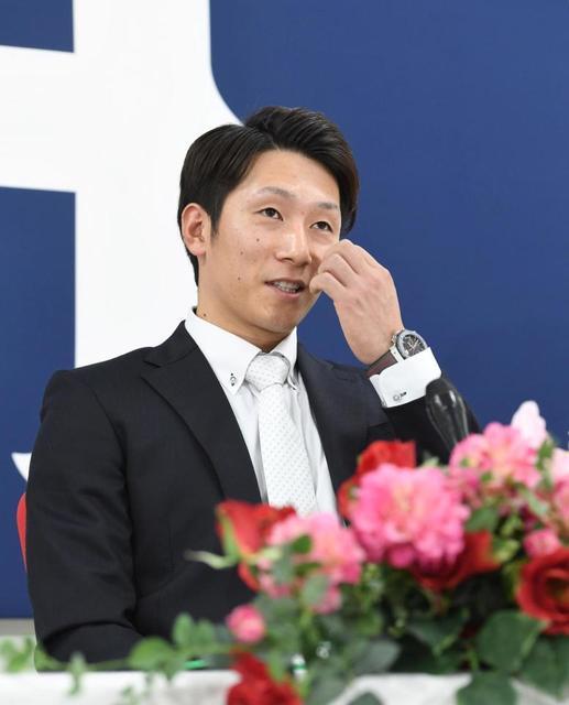 カープ西川龍馬、500万減の年俸6300で契約更改