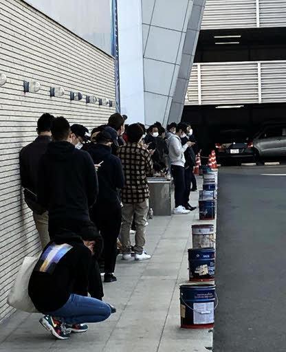 広島県、一部のパチンコ屋営業継続。開店前に行列。店名公表には慎重