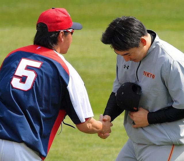 長野久義丸佳浩握手