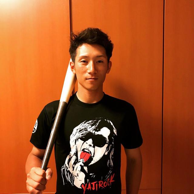 西川龍馬外野手挑戦