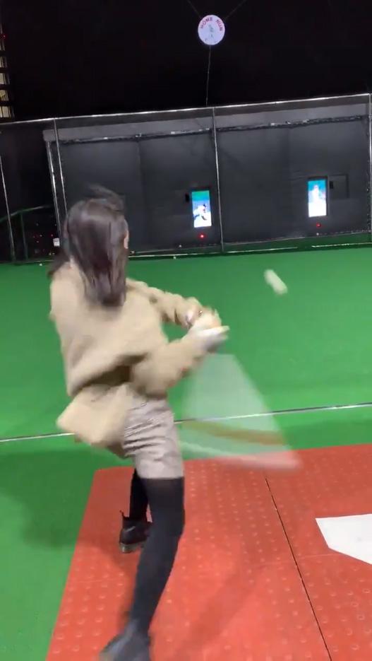野球経験のない彼女にバッティングセンターで打撃を教えた結果_03