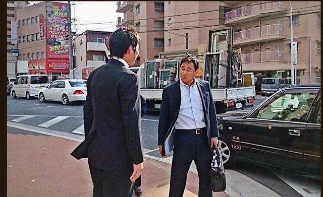 前田_新井_タクシー_02