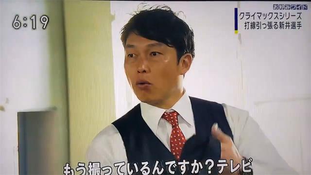 新井さんスーツ着直す_01