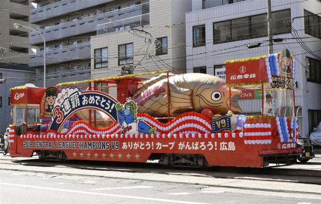 広島電鉄カープ花電車
