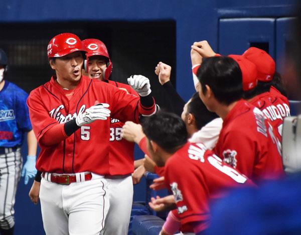 【祝】カープ長野久義150号本塁打達成!目標失ったナインを支える〝癒やしの兄貴〟