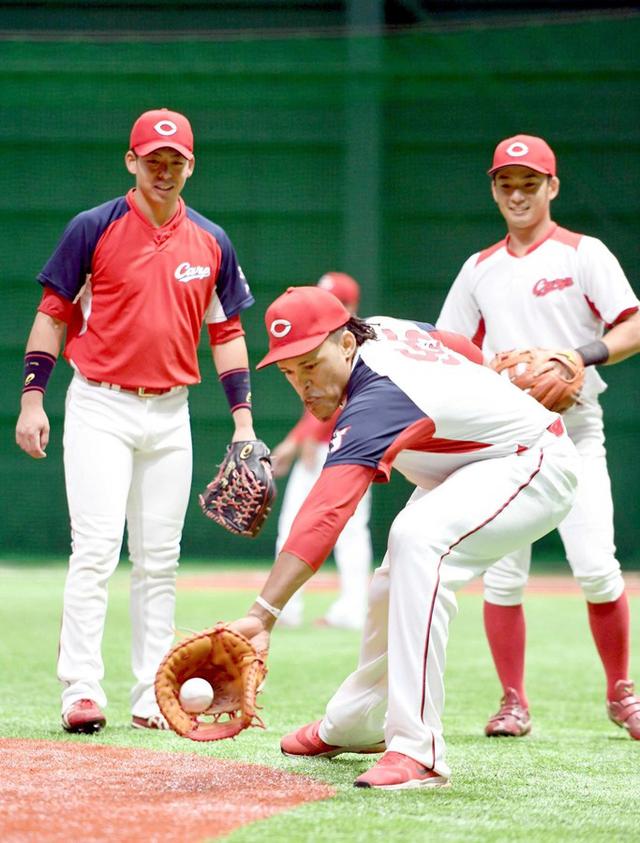 広島バティスタ一塁挑戦
