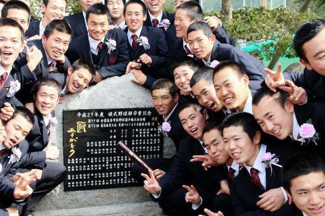 中村奨成広陵卒業式