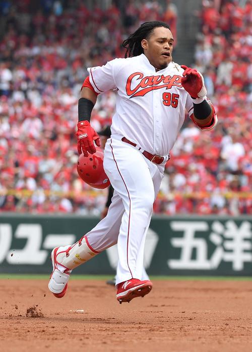 広島バティスタ3塁打