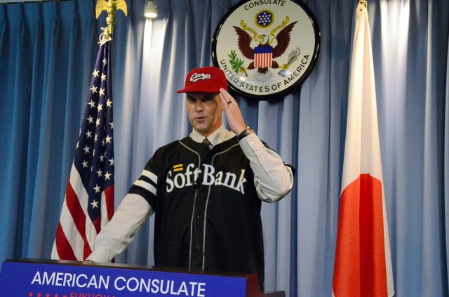 福岡米国領事館の新領事カープファン (2)