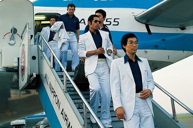 広島カープ白スーツ