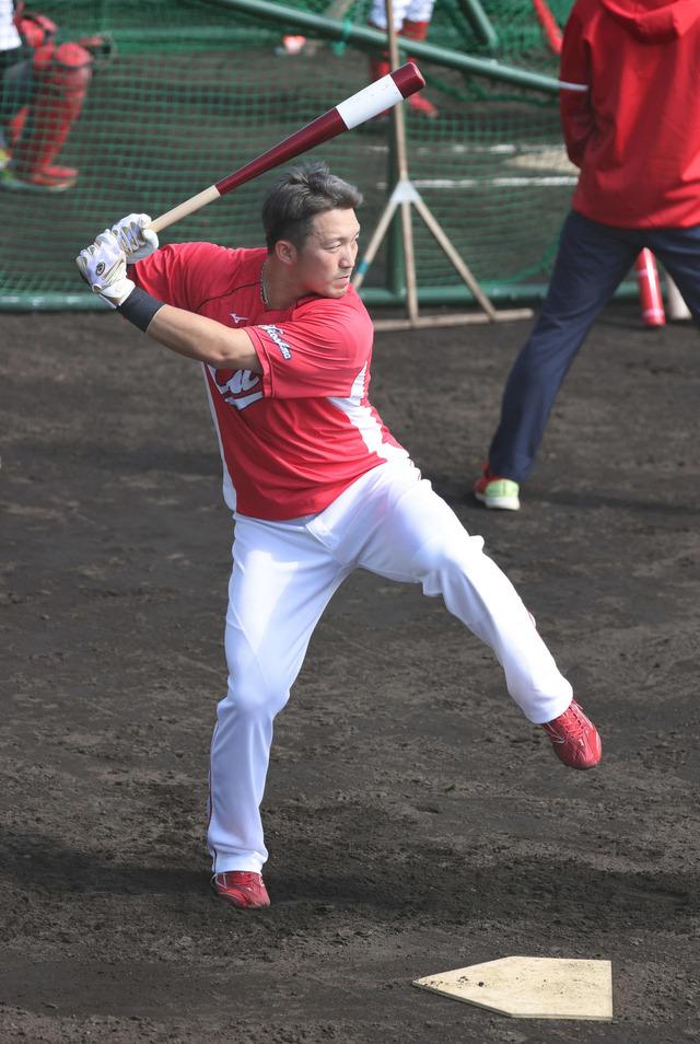 カープ鈴木誠也、打撃フォーム大改造中「野球を仕事と思っていない」