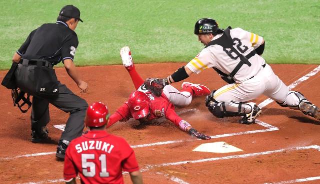 日本シリーズカープ菊池涼介本塁タッチアウト