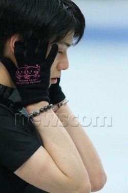 【画像】リプニツカヤさん、羽生くんとお揃いの手袋で公式練習に参加