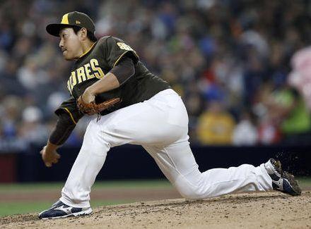 【悲報】牧田和久さん、MLBデビュー戦でいきなり回跨ぎさせられてしまう