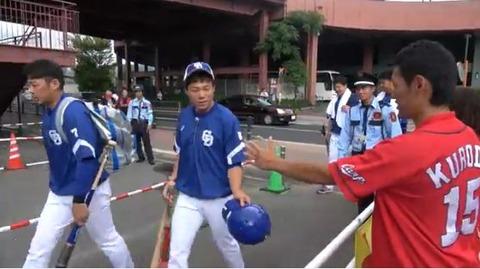 カープユニのyoutuberさん「中日の選手に握手を求めて見たwwwww」→