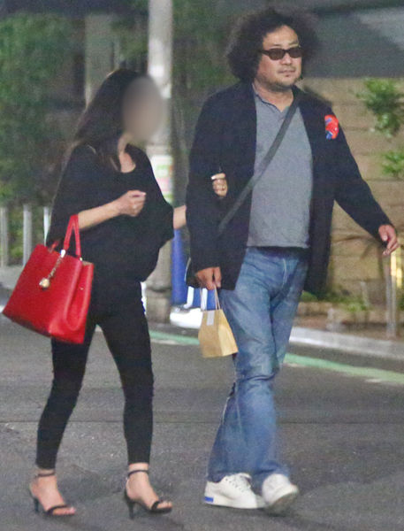 葉加瀬太郎さん、54歳の女性と路上でキスwwwwwwwwww