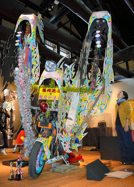 【広島】70~80年代のヤンキー文化を考える展示会開催…ど派手なバイクや衣装を展示