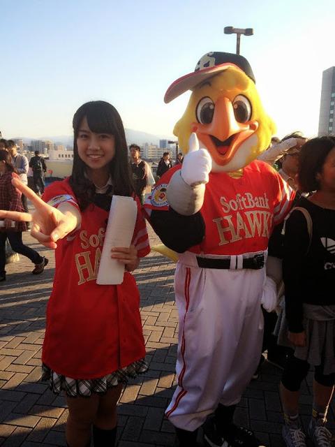 ホークスの勝利の女神・若田部遥(16)「中村選手のさよならホームランキタ━━━━(゚∀゚)━━━━!!」