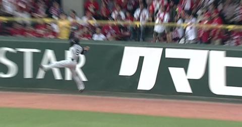 【カープ】田中広輔の打球、謎の空間に消える…