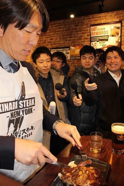 松井秀喜さん、いきなり!ステーキのNY店開店式典で「美味しい。これが日本のステーキ」