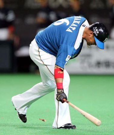 日本ハム・中田、怒りのバット折り!好機逸し爆発