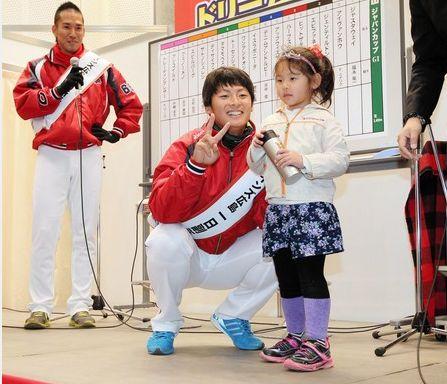 カープ・一岡、イベント参加で黄色い声援「1年前は広島に怖い人はいるか心配でした」