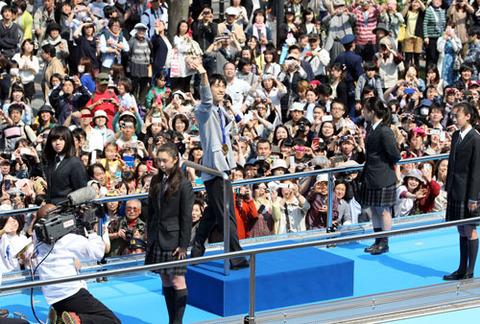 羽生結弦の金メダルパレードに9万2000人が駆けつける